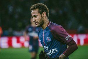 neymar-300x200 Manchester United faz oferta de quase R$ 1 bilhão para ter Neymar, diz jornal