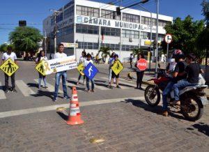 timthumb-20-300x218 Alunos da Rede Municipal aderem a Campanha do Maio Amarelo em Monteiro