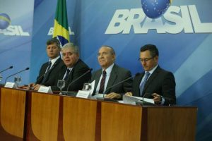 vacmpt_abr_240518-4633_1-300x200 Governo anuncia acordo com líderes dos caminhoneiros