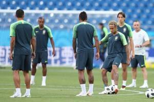 35492734_10156454313382640_2921727549794942976_n-300x200 Brasil estreia hoje na Copa do Mundo contra Suíça