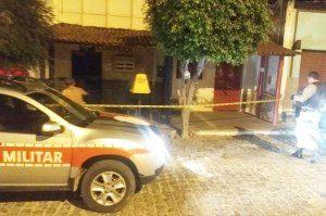 94d68e29d16be5676f-300x199 Agência dos Correios é explodida na cidade de Santana de Mangueira