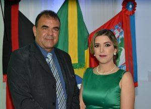 timthumb-1-1-300x218 Vice-prefeito parabeniza Anna Lorena pela passagem de seu aniversário