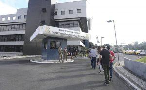 1531064107_845443_1531064376_noticia_normal_recorte1-300x184 Desembargador manda soltar Lula, mas relator do caso suspende decisão