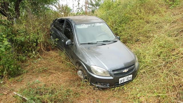 20180728_074631 Motorista perde controle da direção e veículo capota em Monteiro