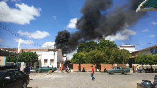 5fb20f27-c95c-461b-b574-04abf55bd38d-1024x576 Fogo é contido em residência na cidade de Monteiro