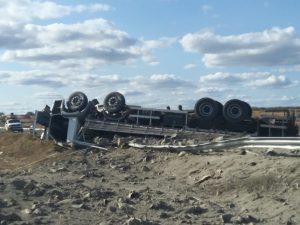 CAMINHAO-CAPOTADO-300x225 Caminhão capota e motorista morre preso às ferragens no Cariri