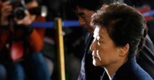 Ex-presidente-da-Coreia-do-Sul-300x156 Ex-presidente da Coreia pega mais 8 anos de prisão