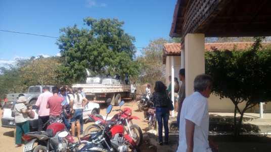 aef63ade-165e-47fe-8457-d89c457fd1d8 EMATER Monteiro distribui 40.000 mil alevinos atendendo 100 Produtores Rurais da região.