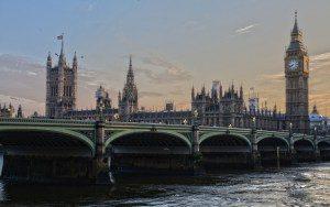 london-530055-1920-300x188 Equipes de emergência são acionadas em aeroporto
