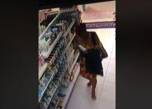005-3-300x216 Câmeras de segurança flagram mulher furtando produtos de farmácia em Sumé