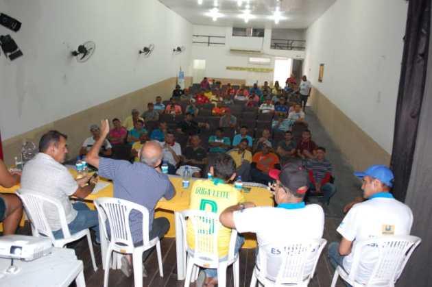 3da8f057-f14c-4e99-beef-339f96cc1818 Vice prefeito Celecileno anuncia premiação recorde para campeonato em Monteiro