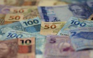 1527019623949-dinheiro-300x188 Prefeituras da Paraíba recebem mais de R$ 78 milhões de FPM nesta sexta-feira