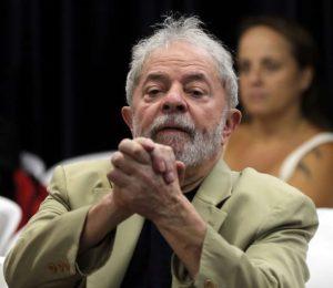 2018-09-10T140935Z_1_LYNXNPEE8913U_RTROPTP_3_BRAZIL-POLITICS-LULA-300x260 Lewandowski autoriza Lula a conceder entrevista para jornal