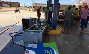 Após-abastecer-mulher-colide-veículo-em-bomba-de-combustível-em-Monteiro-3-750x460-300x184 Após abastecer mulher colide veículo em bomba de combustível em Monteiro