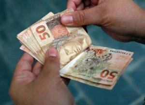 timthumb-2-2-300x218 Governo paga salários na quinta e sexta