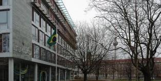 Vândalos atacam embaixada do Brasil em Berlim 1