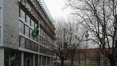 Vândalos atacam embaixada do Brasil em Berlim 4
