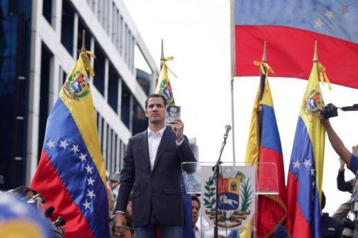 gettyimages-1087437514-520x346 França reconhece Juan Guaidó como presidente interino da Venezuela