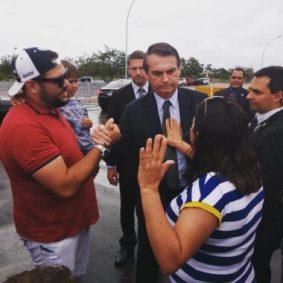 WhatsApp-Image-2019-03-06-at-19.19.07-768x768-380x380 Caririzeira encontra Bolsonaro em Brasília e ora por ele