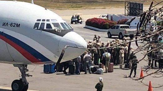 aviao-russo-aeroporto-maiquetia-airport0-520x293 Aviões da Força Aérea russa aterrissam com tropas na Venezuela