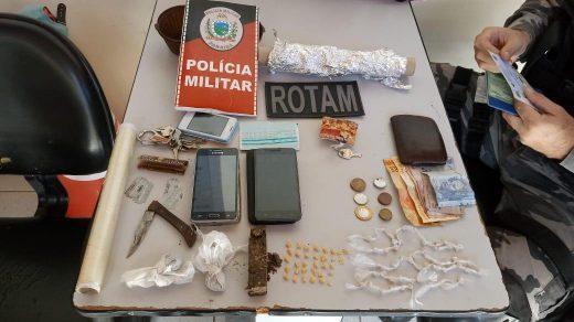 drogas-520x292 Homem e mulher são presos por tráfico de drogas em Monteiro