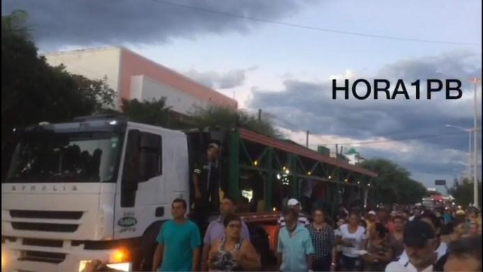 Centenas de pessoas acompanham sepultamento de Chapolin, Carreteiro Monteirense que morreu em acidente no Maranhão. 1