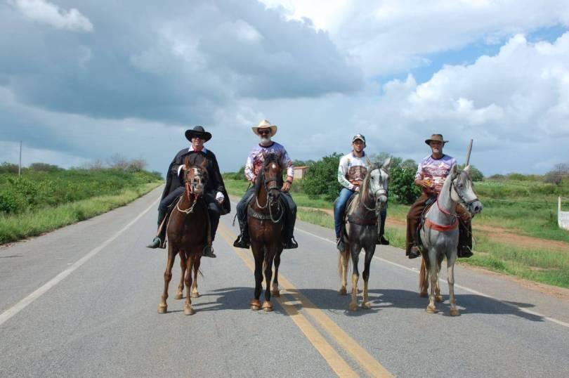 fotos-da-13ª-cavalgada-da-integracao-do-cariri-em-monteiro-1 FOTOS: 13ª Cavalgada da Integração do Cariri reúne centenas de cavaleiros em Monteiro.