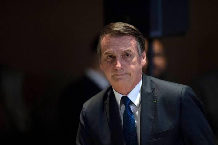 jair_bolsonaro Sem máscara, Bolsonaro volta a dizer que não adianta ficar em casa