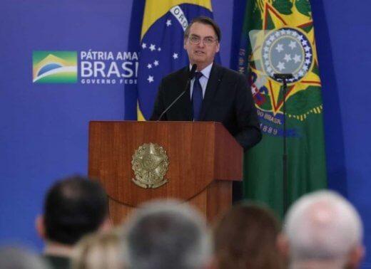 """timthumb-3-520x378 """"Desculpem as caneladas, não nasci para ser presidente, nasci para ser militar"""", diz Bolsonaro"""