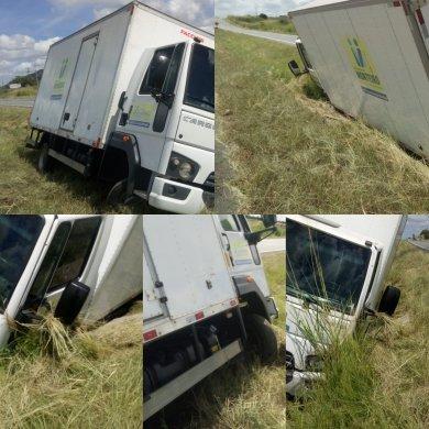 IMG_20190518_135523-390x390 Motorista da Prefeitura de Monteiro perde controle de Caminhão e cai em barranco na BR-230