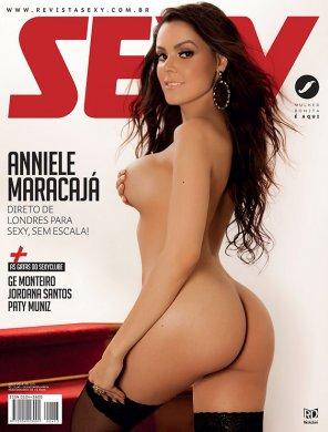 anniele-maracaja-01-296x390 Confira as Fotos da Monteirense Anniele Maracajá na revista Sexy