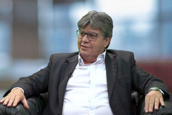joao_azevedo-584x390 Salário e 1ª parcela do 13º injetarão meio bilhão na economia da Paraíba