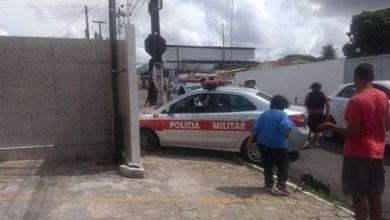 Viatura da PM atinge muro durante perseguição a suspeito em motocicleta 3
