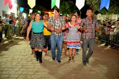 005-585x390 Festival de Quadrilhas anima ruas de Monteiro e entra para o seu 5° dia