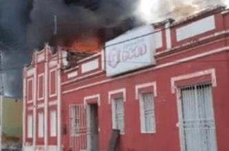 Chamas atingem galpão de depósito das Lojas Moveletro na cidade de Camalaú 13