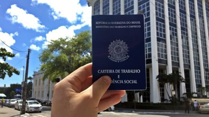 carteira-de-trabalho1-693x390 Veja 176 vagas de emprego no Sine João Pessoa