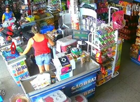 mercado-assalto-536x390 Bandidos assaltam supermercado em Ouro Velho