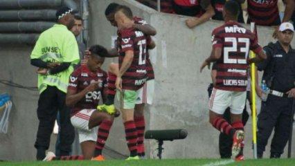 fla-693x390 De virada, Flamengo bate Botafogo e segue na luta pela liderança do BR