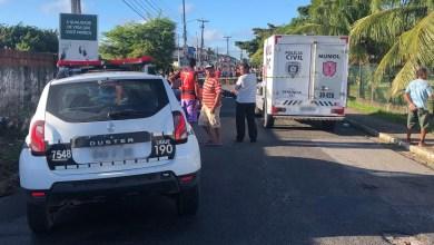 Homem reage a assalto e mata ladrão em ponto de ônibus na capital 20
