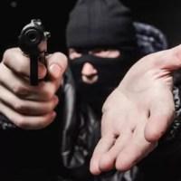 Criminosos fecham BR na região do Cariri e roubam comerciantes que viajavam para PE