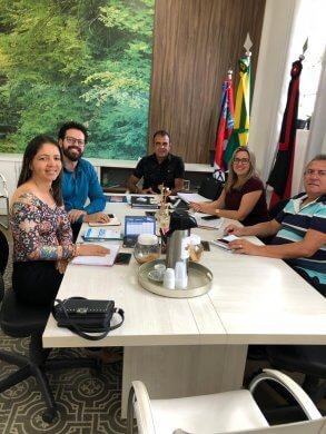 111-293x390 Vice prefeito recebe representantes do PROCON na prefeitura de Monteiro