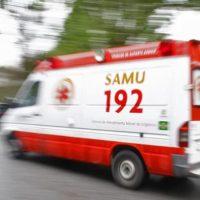 Colisão entre motos deixa duas pessoas feridas em Monteiro