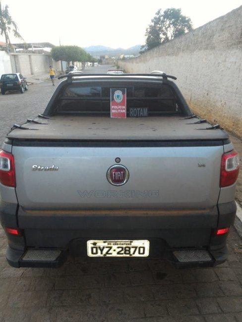 70161777_2696617580388575_4692645773999865856_n-488x650 Homem residente em Sumé é preso em Monteiro com carro clonado, arma e dinheiro.