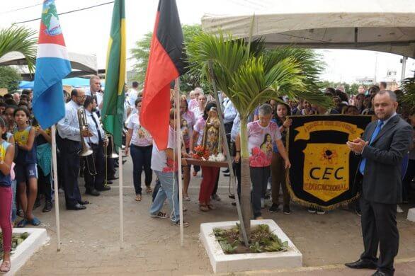 Hasteamento-das-Bandeiras-marcam-abertura-da-Semana-da-Pátria-em-Monteiro13-586x390 Hasteamento das Bandeiras marcam abertura da Semana da Pátria em Monteiro