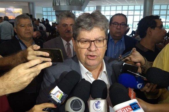 joao_azevedo_walla_santos_05-06-584x390 João Azevêdo deixa PSB e garante ida a partido de centro-esquerda