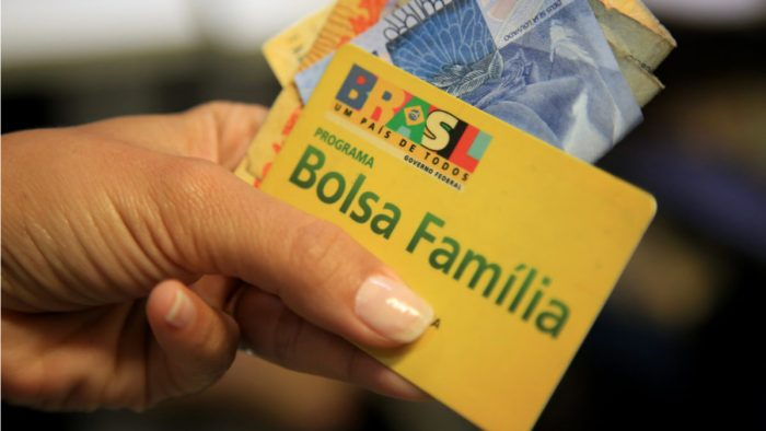 décimo-terceiro-do-Bolsa-Família-700x394 Caixa começa a pagar hoje décimo terceiro do Bolsa Família