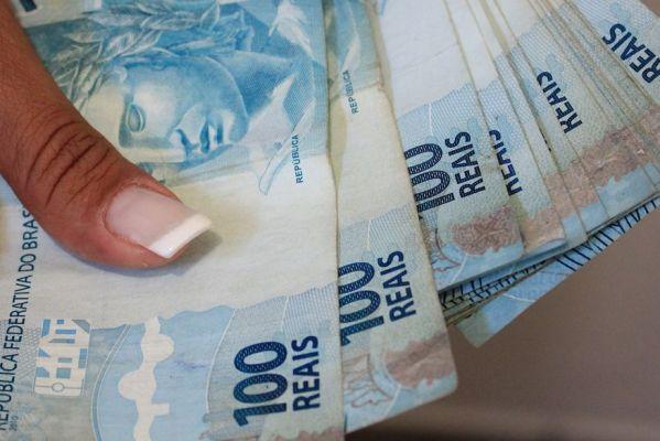 dinheiro_foto-walla_santos_11-599x400 Senado aprova auxílio de R$ 600 contra covid-19 e inclui intermitentes