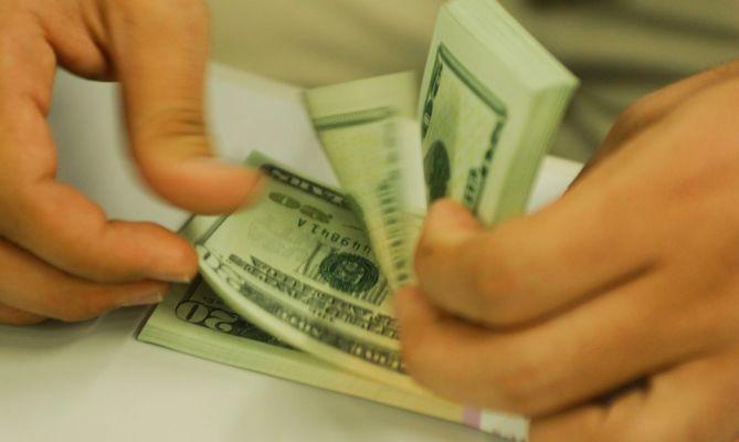 dolares-669x400 Dólar mantém tendência de queda a vai a R$ 5,45, menor patamar em dois meses