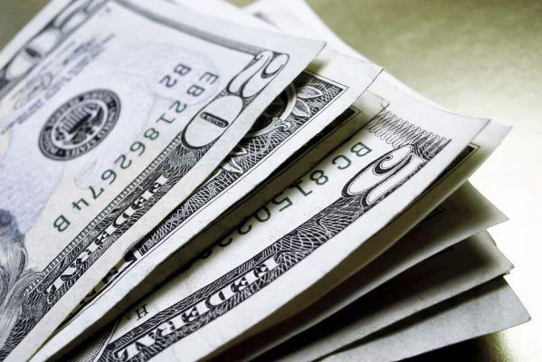 dolar-599x400 Dólar é cotado a R$ 5,1271 nesta manhã de segunda-feira