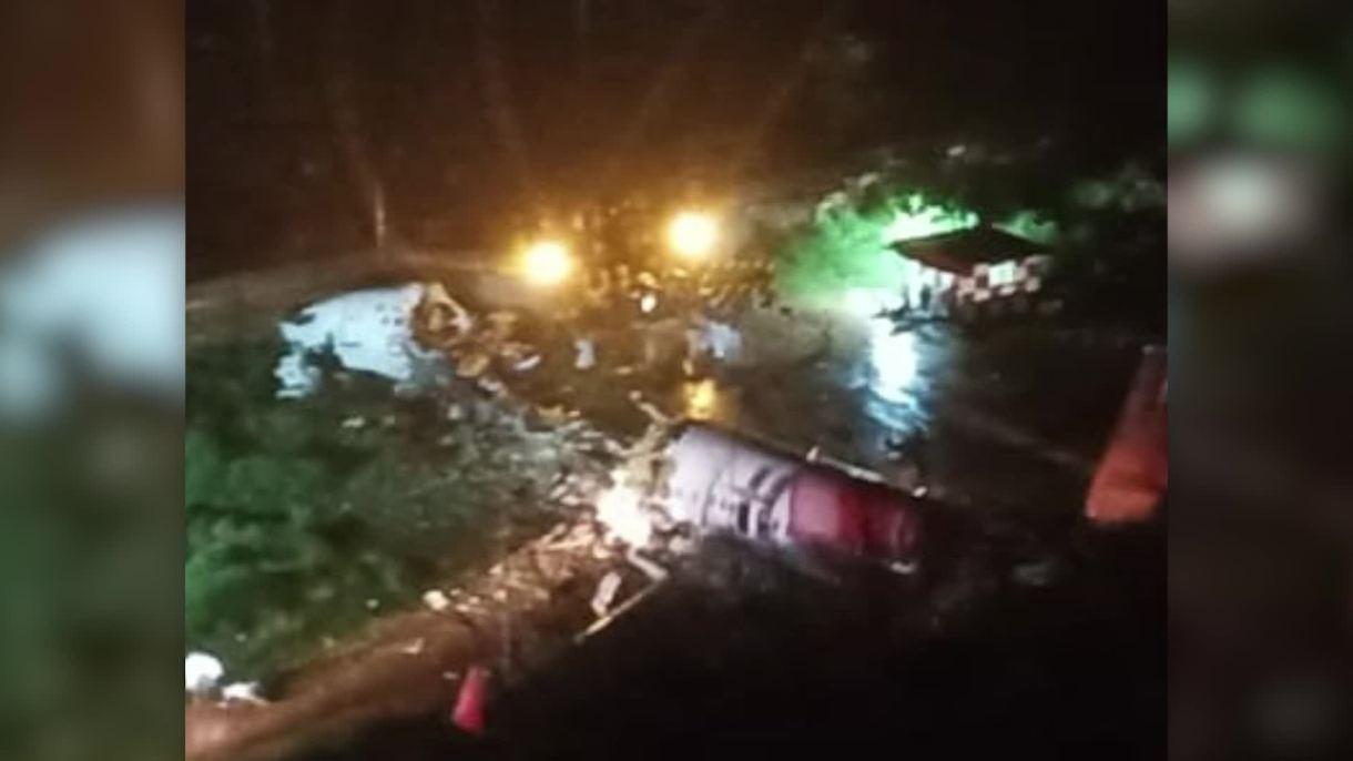 oeing-737 Avião se parte em dois durante pouso na Índia e deixa ao menos 16 mortos